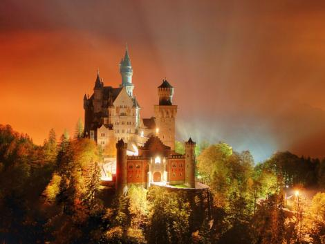 Neuschwanstein-Castle-at-night
